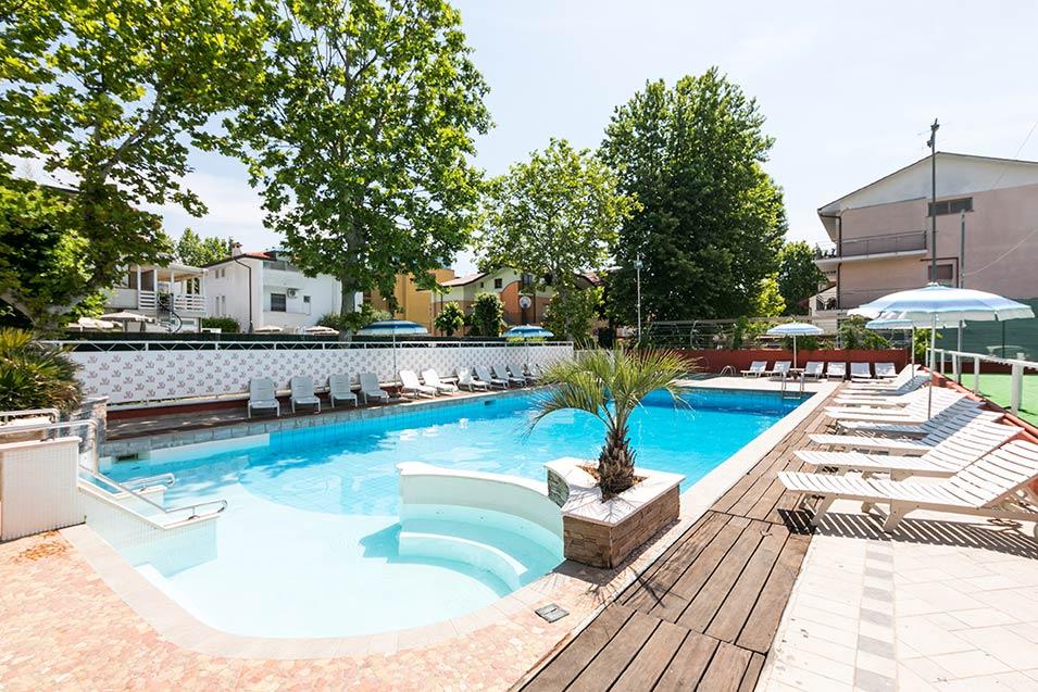 Hotel a cesenatico 3 stelle con piscina ed idromassaggio - Hotel cesenatico con piscina ...
